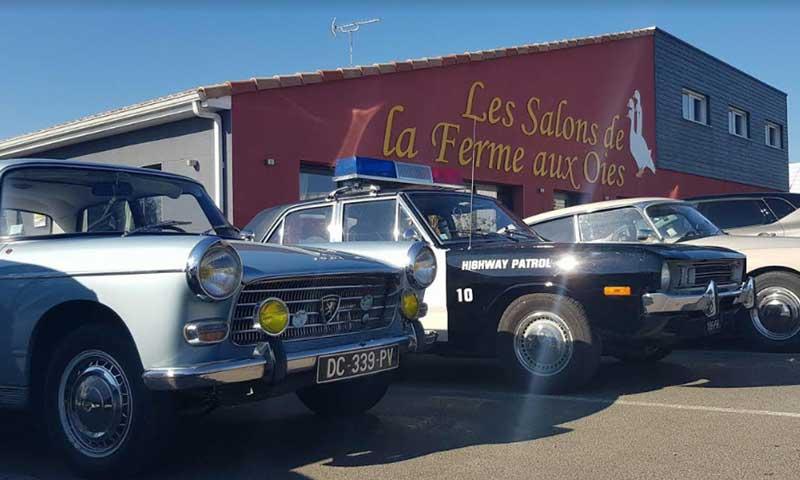 Rassemblement de vieilles voitures au restaurant Les Salons de la Ferme aux Oies à Arthon-en-Retz (Chaumes-en-Retz)